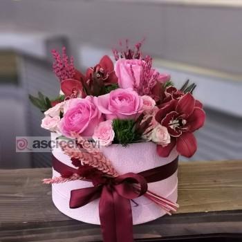 Doğum Günü İçin Özel Tasarım Kutuda Çiçek Hediyeleri