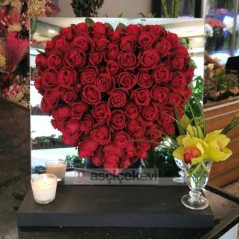 Sevgililer Günü'ne Özel Romantik Çiçek Aranjmanları