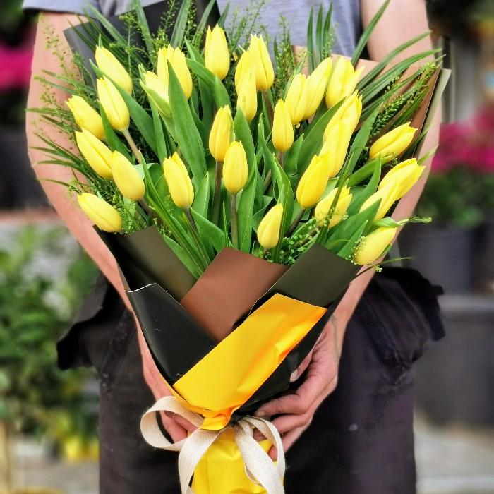 Sıcak Sevgi Sarı Lale Buketi alt