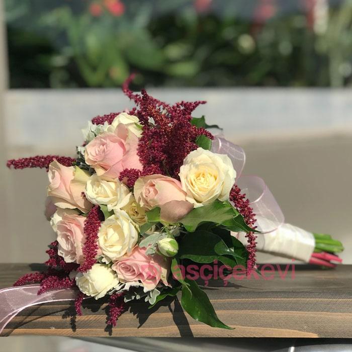 Güller ve Celosia Gelin Buketi