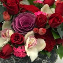 Taş Saksıda Güller ve Orkide