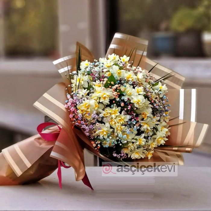 Nergis Çiçeği Buketi