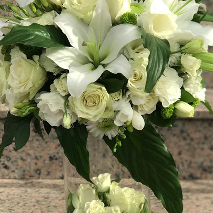 Beyaz Lilyum ve Güller alt